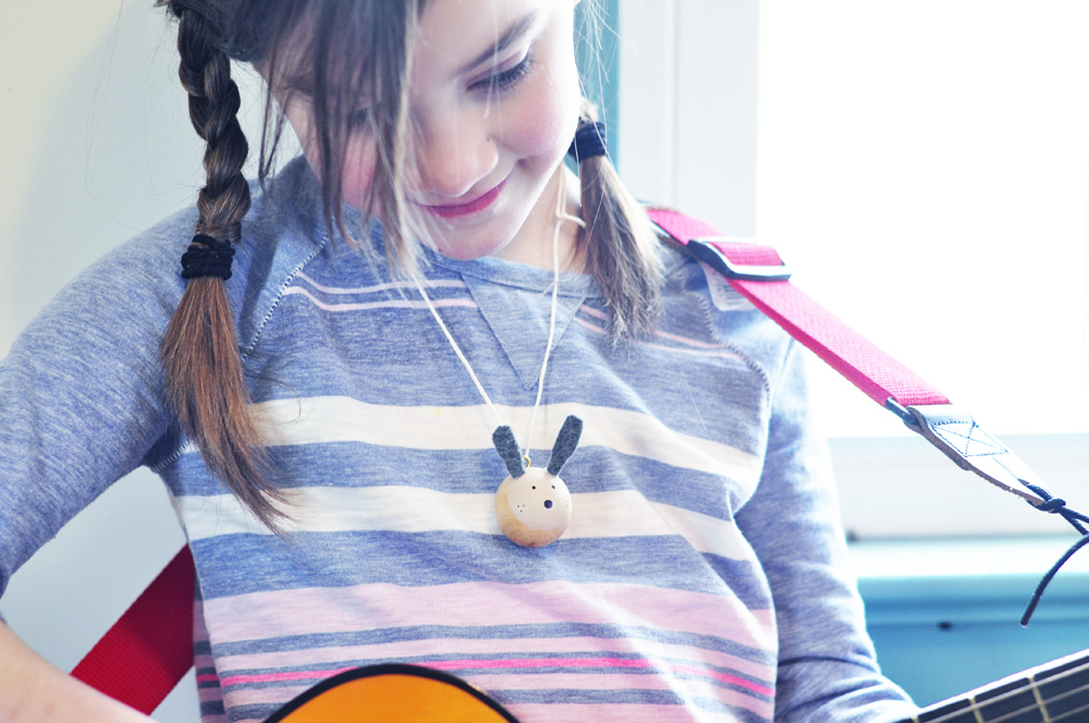 Love these wooden bead bunny necklaces. Perfect for spring and easter!